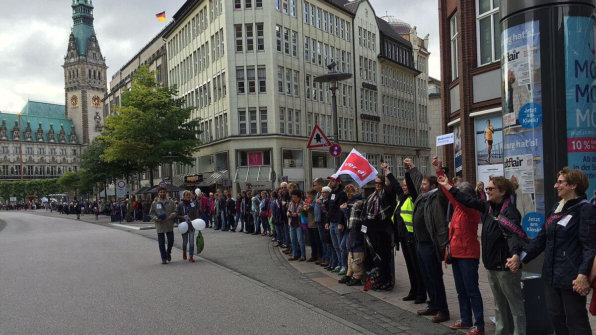 Hand In Hand Gegen Rassismus Hamburg